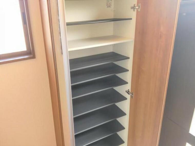 玄関 【リフォーム済】たくさん収納ができるシューズボックスを設置致しました。