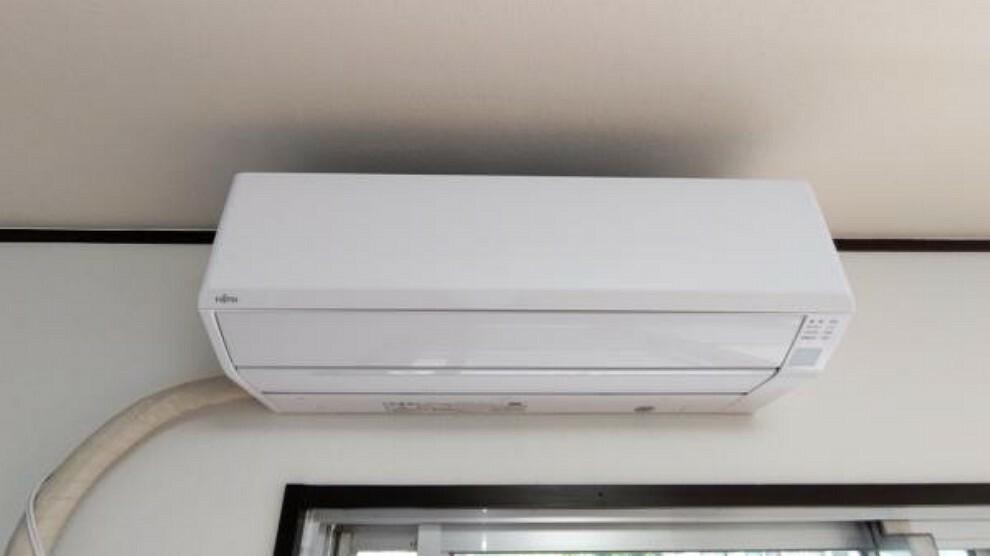 【リフォーム後】リビングに富士通製のエアコンを新設しています。