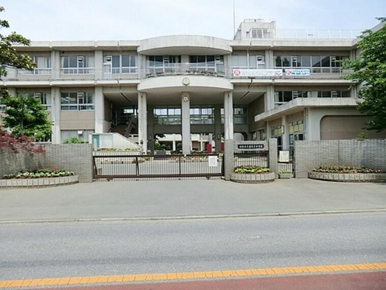 中学校 鴻巣市立赤見台中学校 徒歩22分(約1700m)