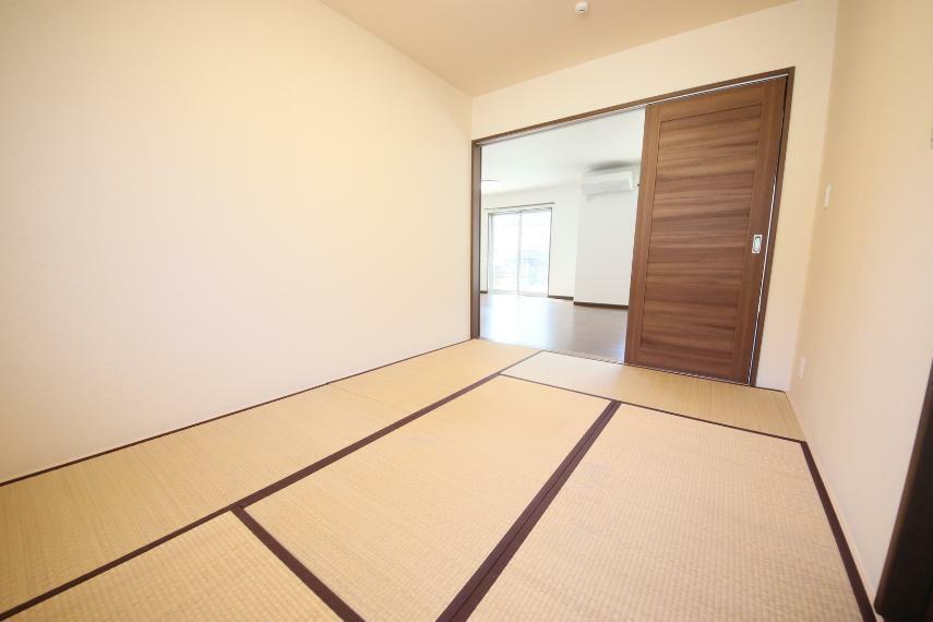 和室 6畳の和室 畳は表替えを行い新品でのお引渡しとなります!