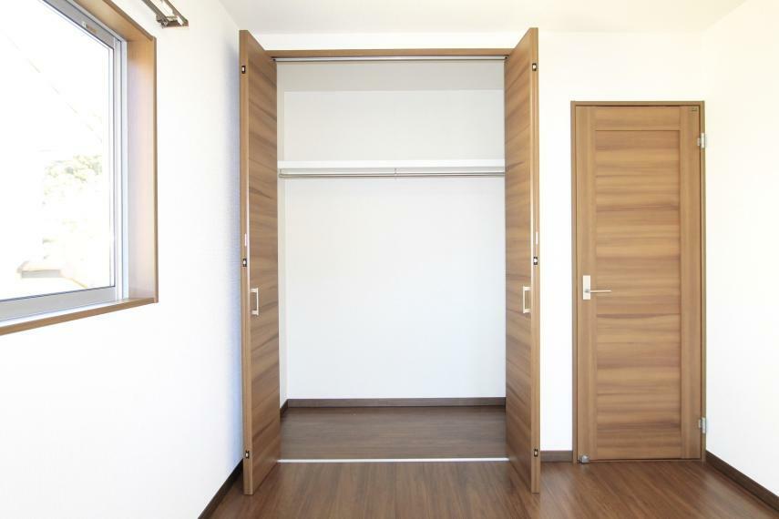 収納 こちらの居室にも収納がございますのでお部屋をスッキリ整頓できますね○枕棚も付いてます!