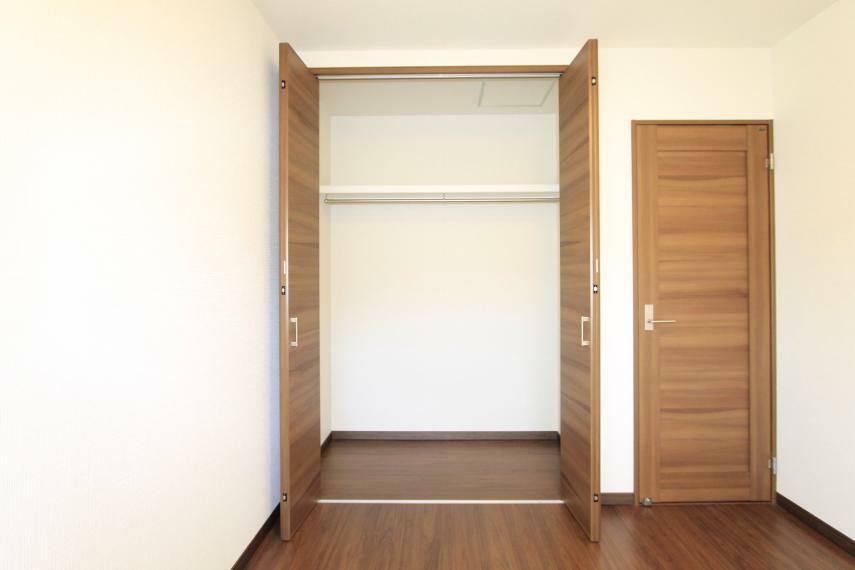 収納 こちらの居室にも収納がございますのでお部屋をスッキリ整頓○枕棚付き!