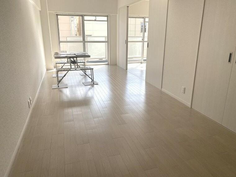 居間・リビング 白を基調としたスタイリッシュな空間。白は空間を明るく広く見せてくせる効果があります。