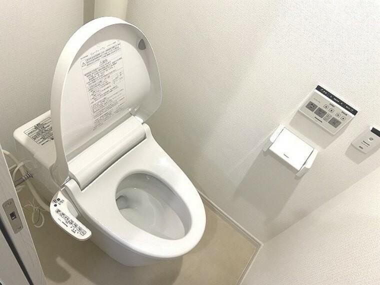 トイレ 節水効果が高いタンクレストイレ見た目もスッキリ!お掃除もらくらく