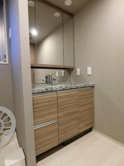 洗面化粧台 ■洗面化粧台■ 清潔感のあるデザインです。