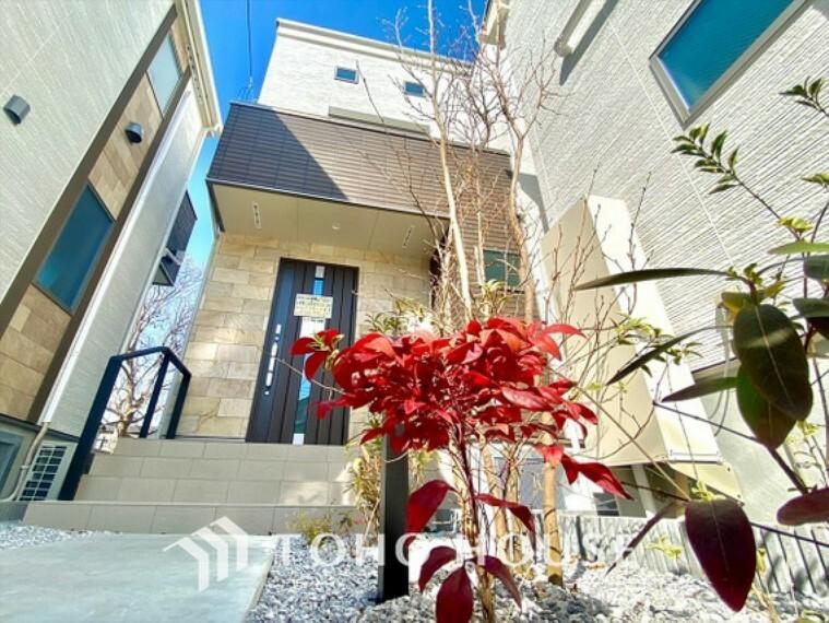 現況外観写真 【SunnyTown】お洒落な外壁の風合いが、何とも言えない高級感。理想のアーバンライフをこの空間で叶えてください。