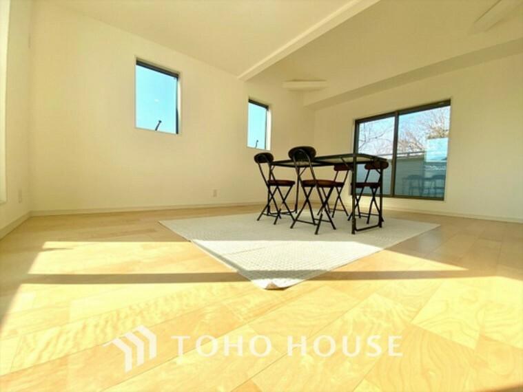 居間・リビング 床暖房 足元から均一でムラの無い暖気が広がり、同時に乾燥しすぎず、埃が舞う事もない為、ハウスダストが少ないクリーンな室内をキープします。