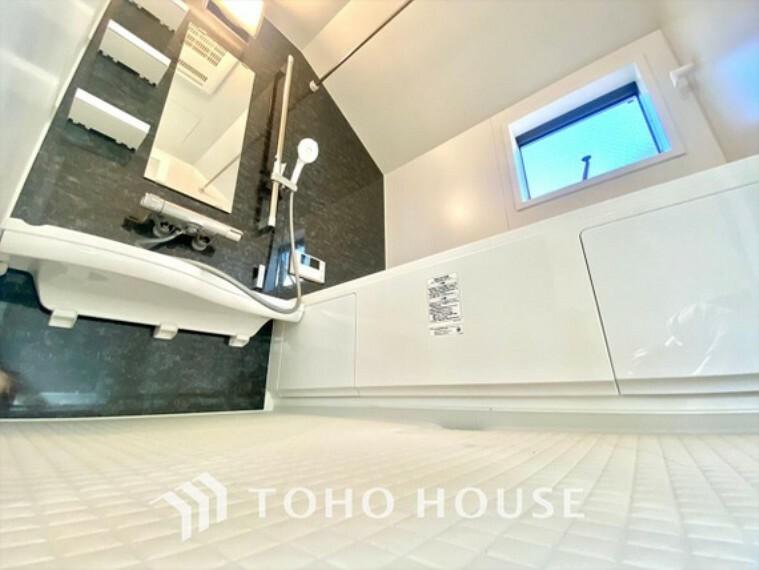 浴室 浴室換気乾燥機付きUB 雨に日でも洗濯物が乾かせ、同時に室内を乾燥させる為、カビ、汚れの発生を抑えます。暖房機機能があり冬場は入浴前に暖め可能でとても重宝します。