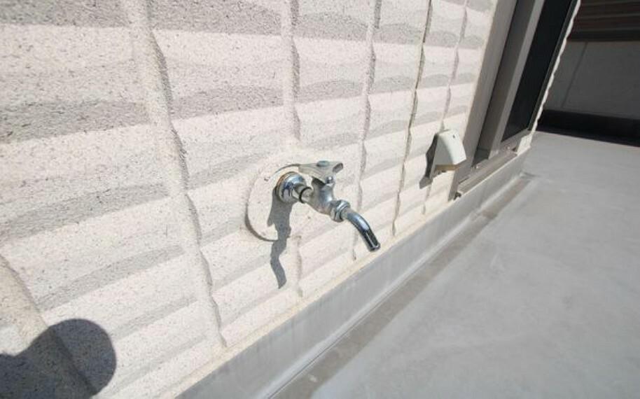スカイバルコニーには水栓もコンセントもついております。