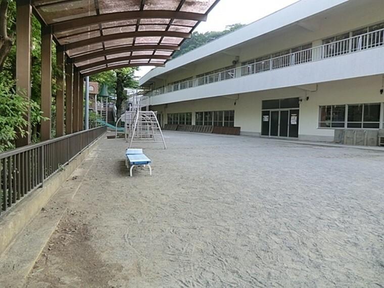 幼稚園・保育園 小机幼稚園 教育時間9:00から14:00(月・火・木・金)9:00から11:30(水) 心の根っこを育てよう