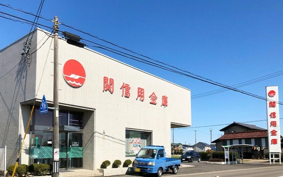 銀行 関信用金庫三輪支店