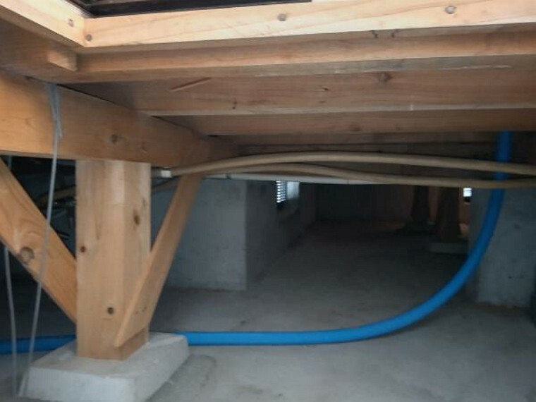 中古住宅の3大リスクである、雨漏り、主要構造部分の欠陥や腐食、給排水管の漏水や故障を2年間保証します。その前提で床下まで確認の上でリフォームし、シロアリの被害調査と防除工事もおこないます