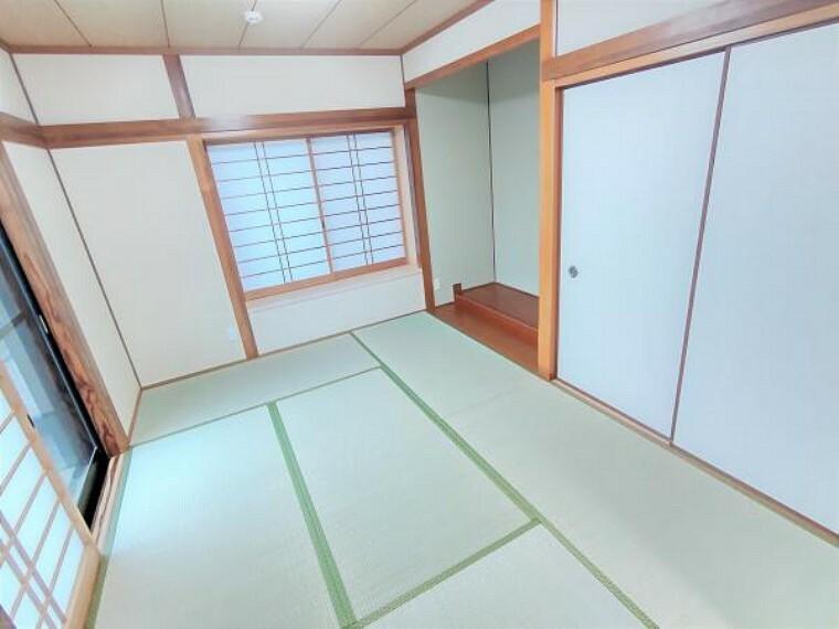 【1階和室:リフォーム済写真】障子の新品交換と畳の表替えを行いました。押入れもあるので来客用のお布団も収納することができます。ゆったりとしたい気分のときはぜひ和室でくつろいでみてはいかがでしょうか。