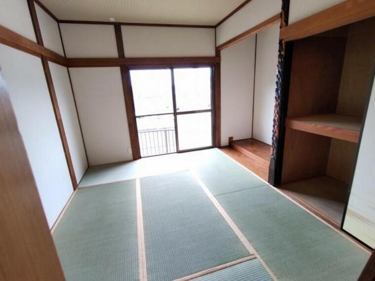 洋室 【リフォーム済】1階和室です。畳の表替えの他、襖の張替えなどを行いました。