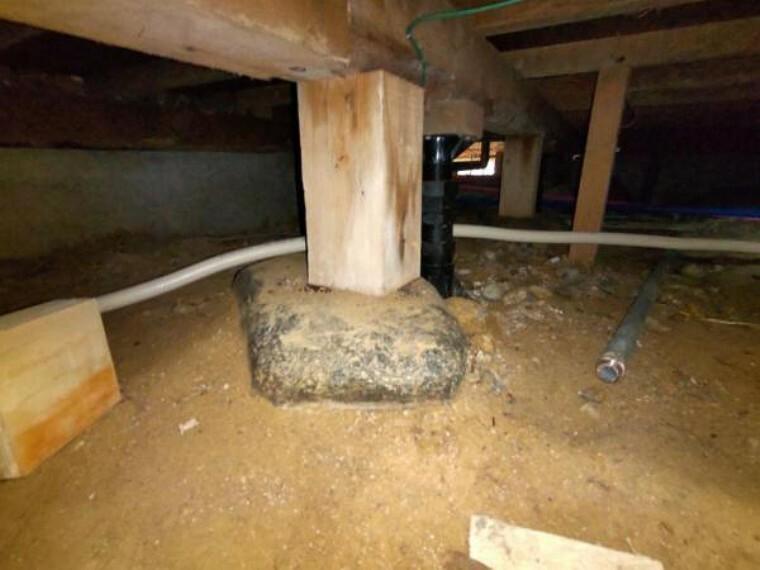 中古住宅の3大リスクである、雨漏り、主要構造部分の欠陥や腐食、給排水管の漏水や故障を2年間保証します。その前提で床下まで確認の上でリフォームし、シロアリの被害調査と防除工事も行いました。