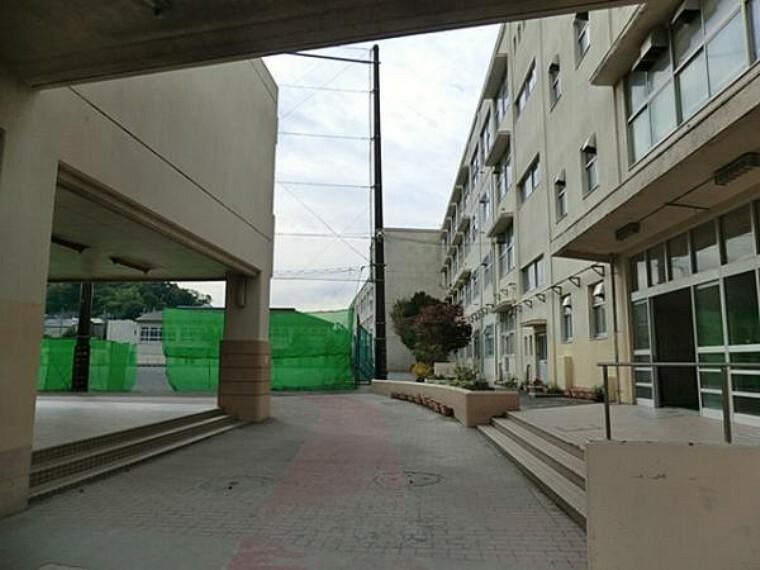 中学校 横浜市立岡村中学校まで約1010m