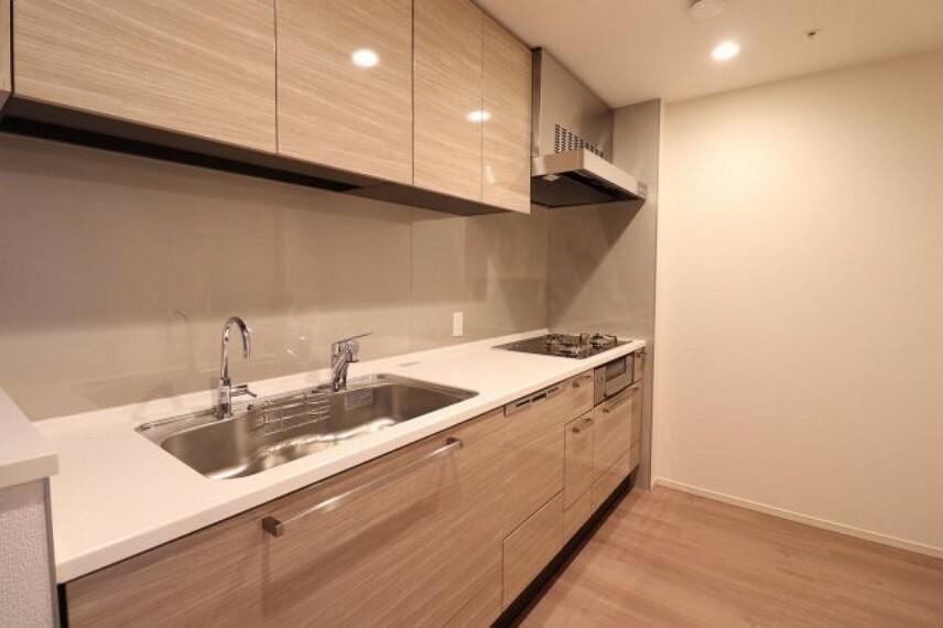 キッチン 【キッチン】ディスポーザー付き、システムキッチン!!収納も豊富でとても便利です。