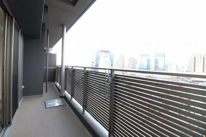 バルコニー 【バルコニー】前には高い建物がなく、辺りも見渡せ陽当たり・通風も良好です。