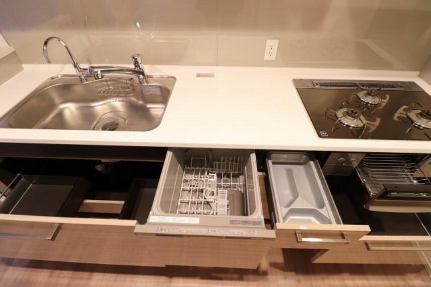 キッチン 【キッチン】約3.9帖のキッチンスペースです。収納スペースも豊富にあり、食器洗い乾燥機も完備!