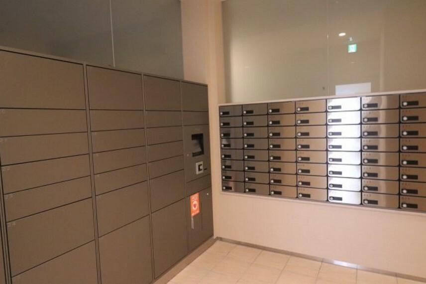 【メールコーナー】管理人さんの厳重な管理の元、勧誘チラシ等がほとんど入ることが無く、きれいに管理された宅配ボックスです。