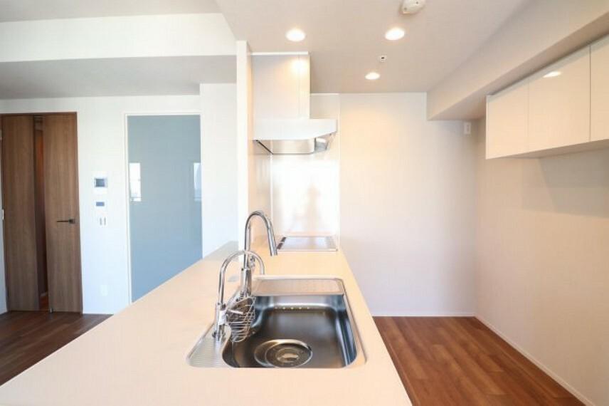 キッチン 【キッチン】清潔感のあるキッチンです!ディスポ-ザーと食器洗乾燥機完備