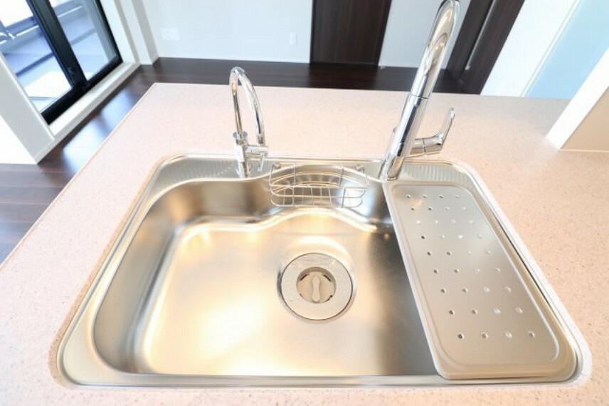 キッチン 【キッチン】グローエの水栓 標準設備のグレードが高いマンションです!