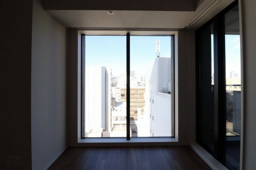 眺望 タワーマンションらしいFIX窓がお部屋の開放感を演出します。