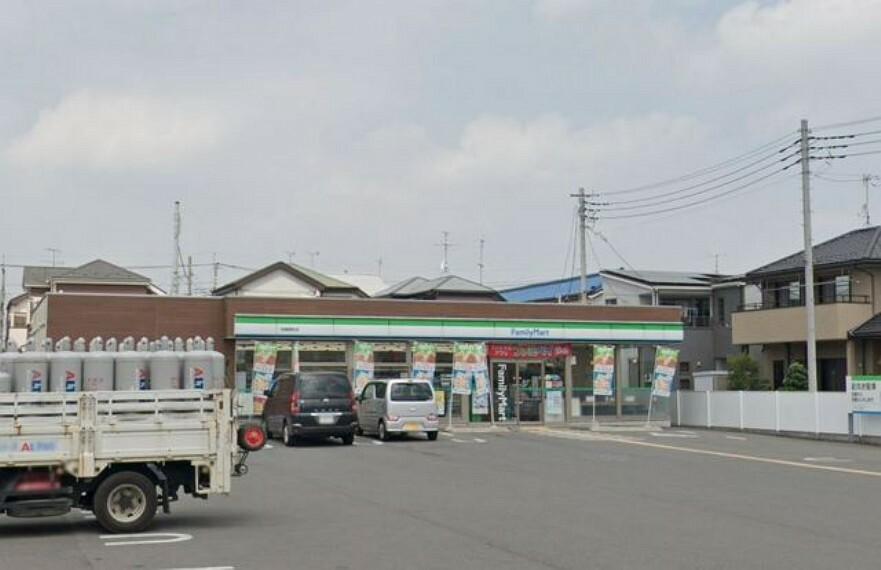 コンビニ ファミリーマート岩槻西町店
