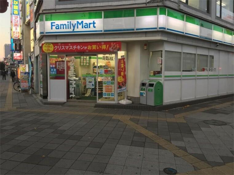 コンビニ ファミリーマート熊谷駅北口店