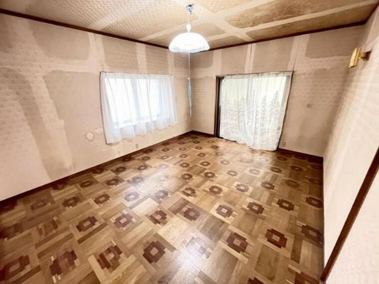 居間・リビング 【リフォーム中2/26更新】リビングです。現況はリビングですが、隣のDKとつなげてLDKに間取り変更予定です。人気の対面キッチンに作り変えます。