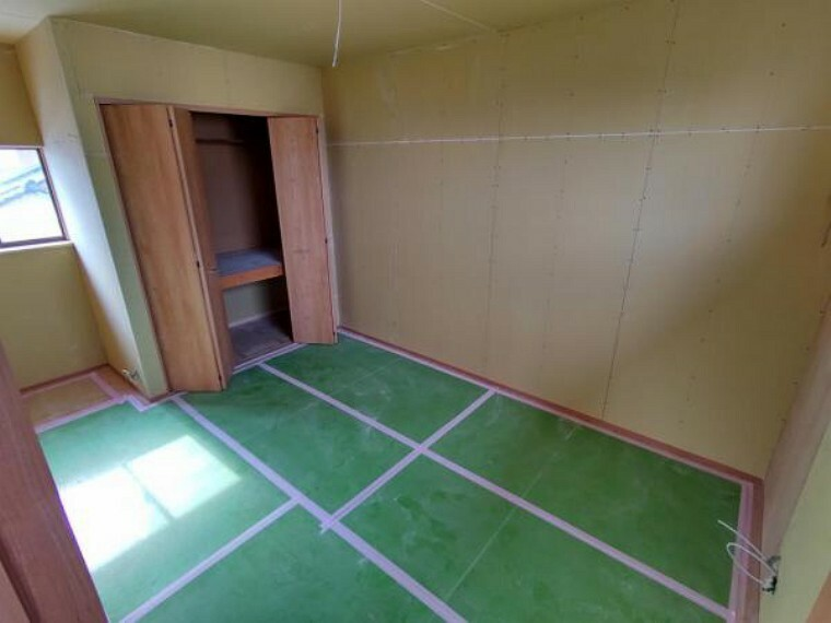 洋室 こちらは2階6.5畳の様子です。こちらもフローリングの張替え、建具交換が完了しました。もともと和室だったこのお部屋は今回のリフォームで洋室に作り替えます。お子様の部屋にいかがでしょうか。