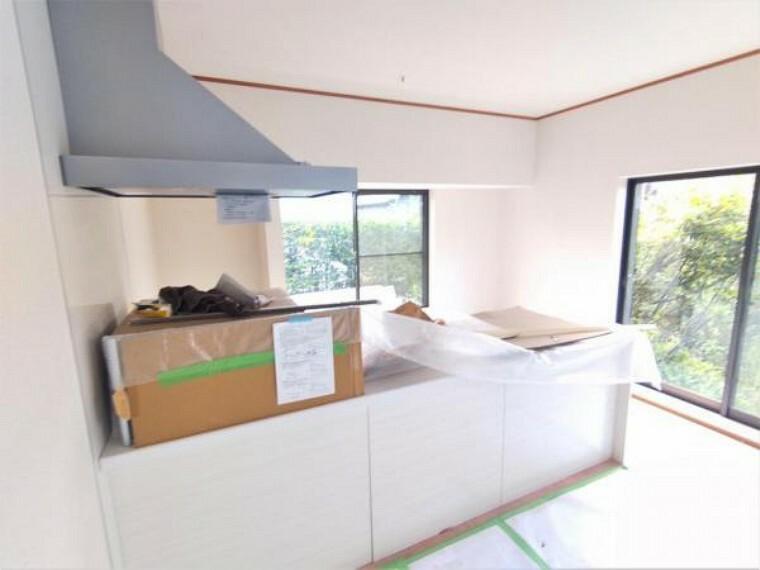 キッチン 【リフォーム中7/26撮影】キッチンの写真です。新しいシステムキッチンに交換します。使いやすいシステムキッチンでお料理の腕を振るってください。