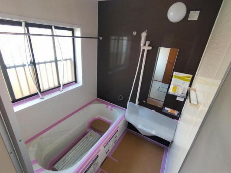浴室 【リフォーム中7/26撮影】浴室はハウステック製の新品のユニットバスに交換します。足を伸ばせる1坪サイズの広々とした浴槽で、1日の疲れをゆっくり癒すことができますよ。