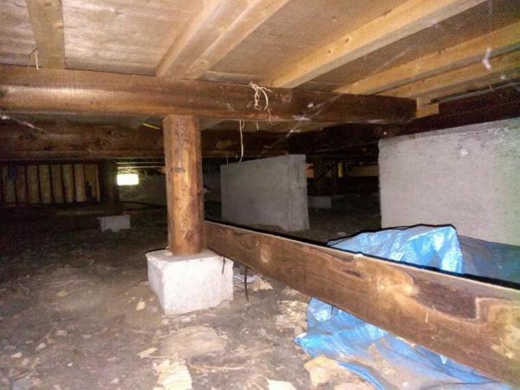構造・工法・仕様 中古住宅の3大リスクである、雨漏り、主要構造部分の欠陥や腐食、給排水管の漏水や故障を2年間保証します。その前提で床下まで確認の上でリフォームし、シロアリの被害調査と防除工事もおこないます