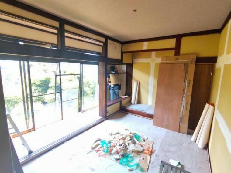【リフォーム中7/26撮影】1階西側和室の写真です。畳の表替え、クロスの張替えを行います。ゴロンと寝ころびたくなるお部屋に仕上げます。