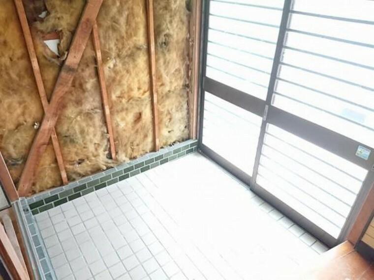玄関 【リフォーム中】玄関写真です。玄関扉は交換します。
