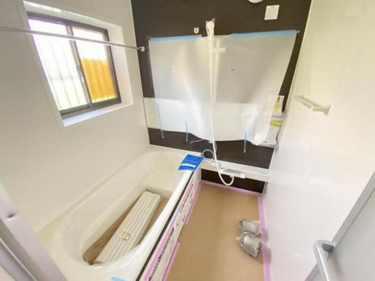 浴室 (7/10撮影)浴室はハウステック製の新品のユニットバスに交換しました。足を伸ばせる1坪サイズの広々とした浴槽で、1日の疲れをゆっくり癒すことができますよ。
