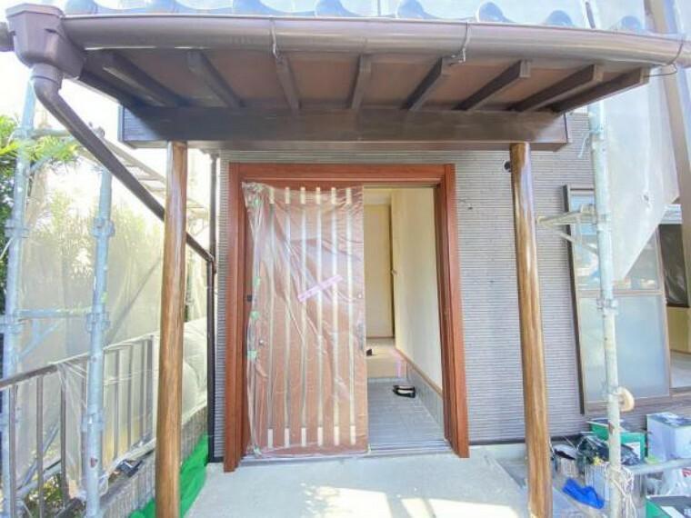 玄関 【リフォーム中】(7/16撮影)新品玄関ドアがはいりました!