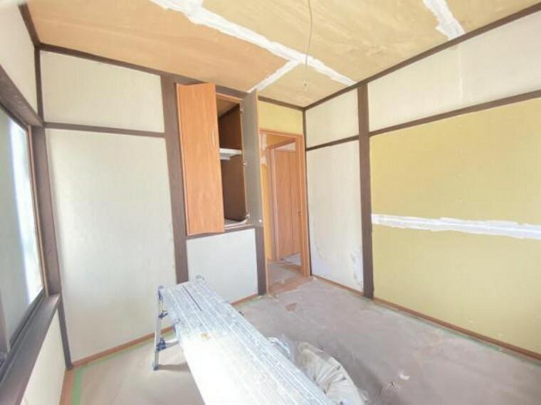 【リフォーム中】2階南側4.5帖洋室の収納です。新しい建具がはいりました。