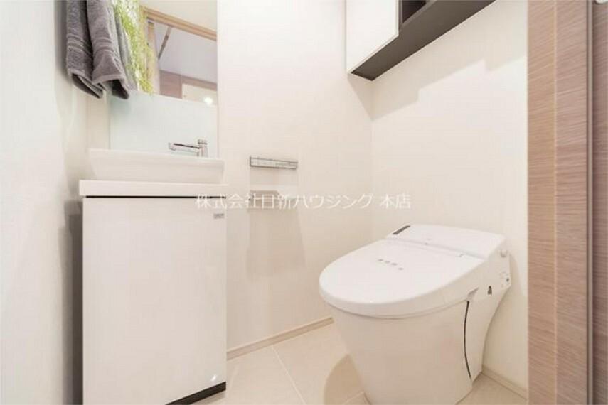 トイレ 温水機能付きのトイレ。寒い冬でも安心の設備です!