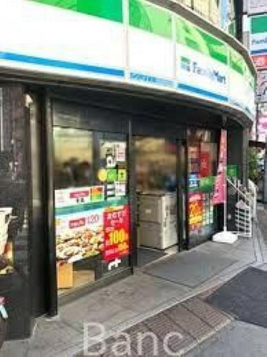 コンビニ ファミリーマート北大塚二丁目店 徒歩1分。