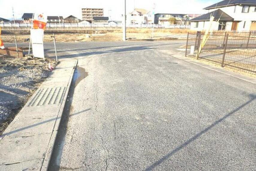 現況写真 カースペースは3台駐車可(車種による)の予定です。