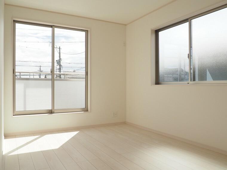 同仕様写真(内観) 洋室 同仕様 広々8帖の洋室  収納スペースが充実しています