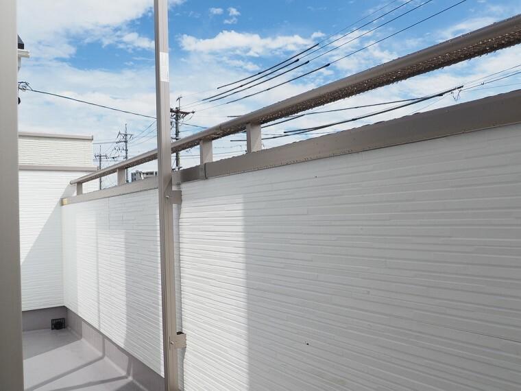 同仕様写真(内観) バルコニー 同仕様 南側バルコニー  陽当たりが良く洗濯物が良く乾きそうです