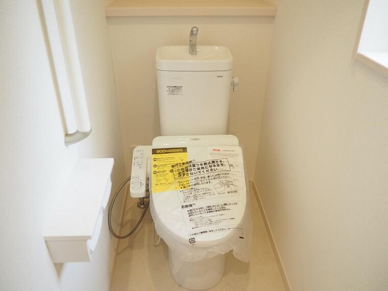 同仕様写真(内観) トイレ 同仕様 1階2階とも温水洗浄便座  冬でも快適です