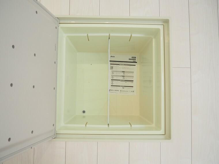 床下収納 同仕様 キッチン下の床下収納  キッチンがスッキリ片付きますね