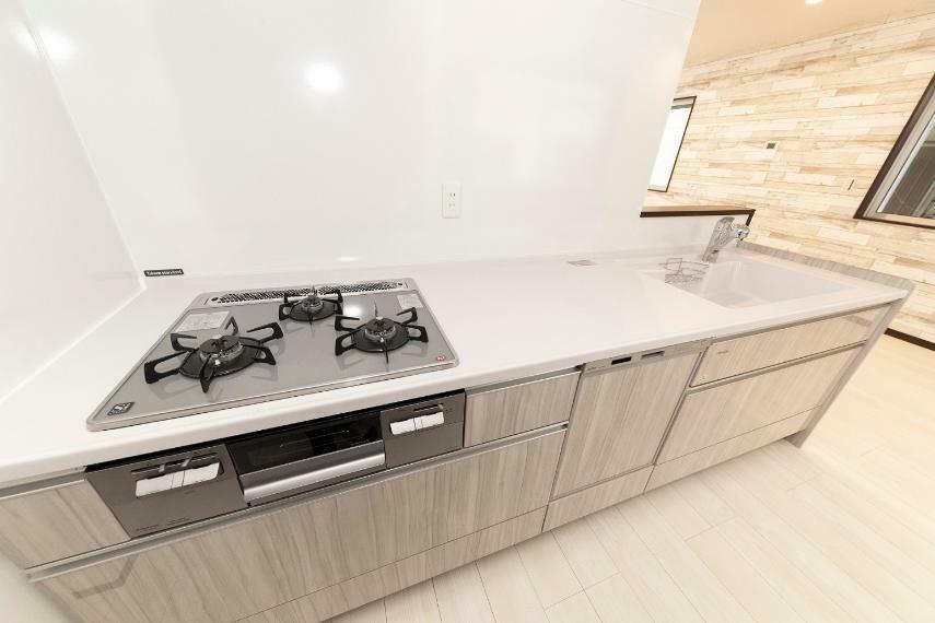 同仕様写真(内観) リビングの様子が分かりやすい、対面式キッチン採用!食洗機付きなので家事の時短にもなります。
