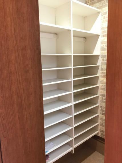 同仕様写真(内観) 靴だけでなく、アウトドア用品なども収納できるので、靴や外遊び道具で玄関がいっぱい!なんてこともありません。