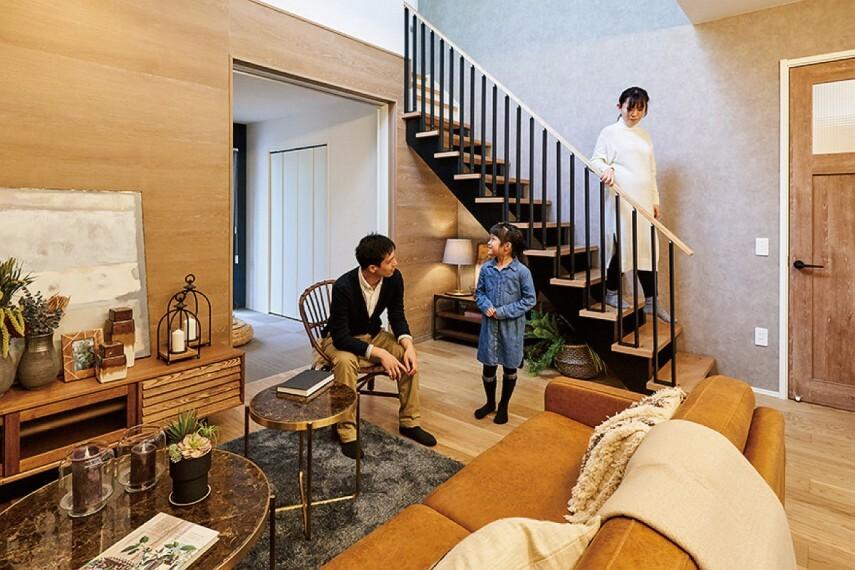 居間・リビング 【リビング階段(デザイン階段タイプ)】  家族のコミュニケーションを育むリビング階段に、デザイン階段を採用。開放感と明るさをもたらし、リビングをスタイリッシュに演出します。※1号棟に設定。