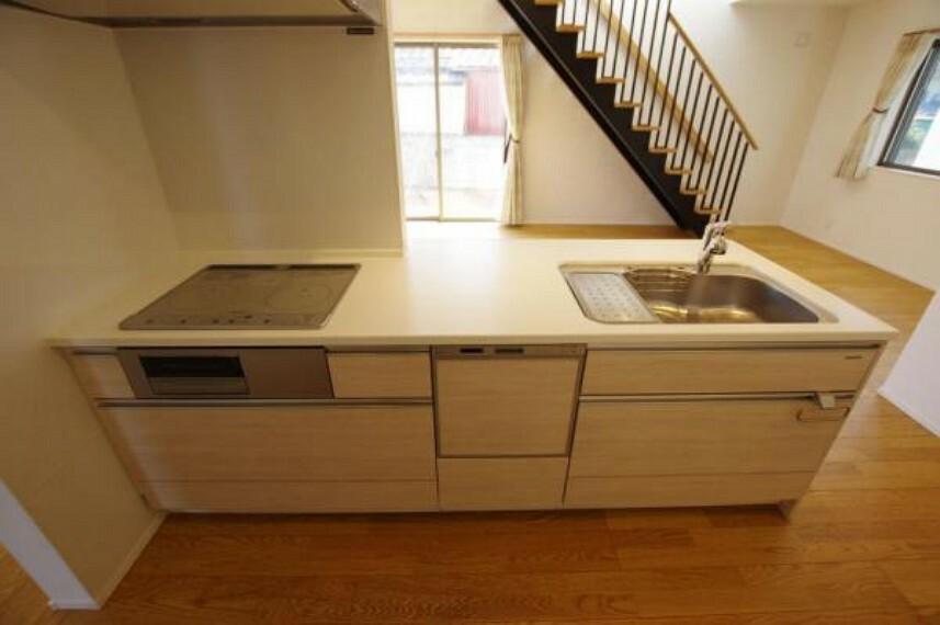 キッチン 白を基調にシンプルなキッチン